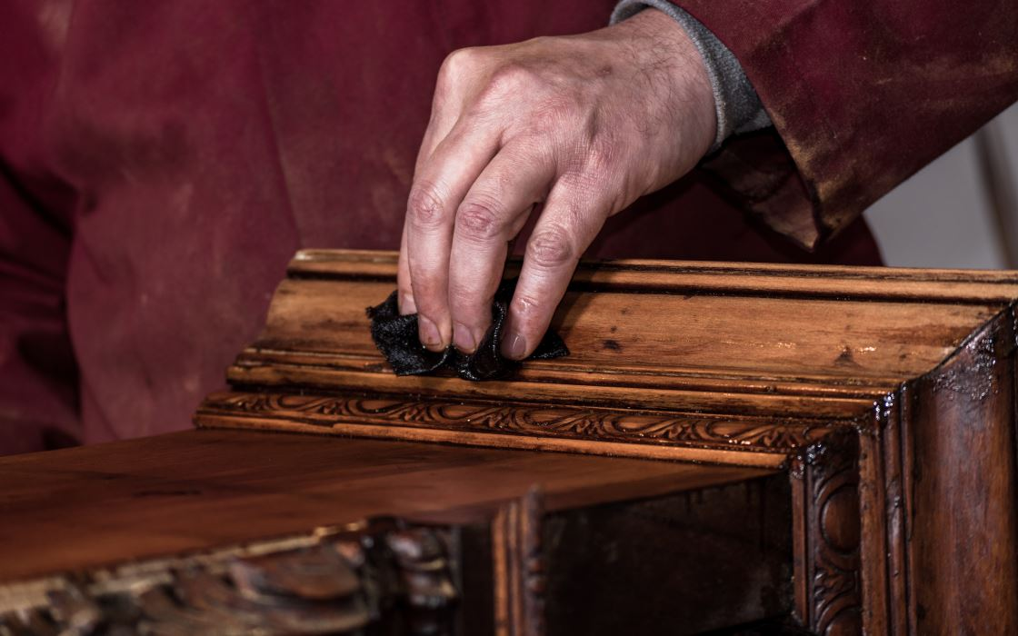 Restauro mobili: box temporaneo assicurato a Milano